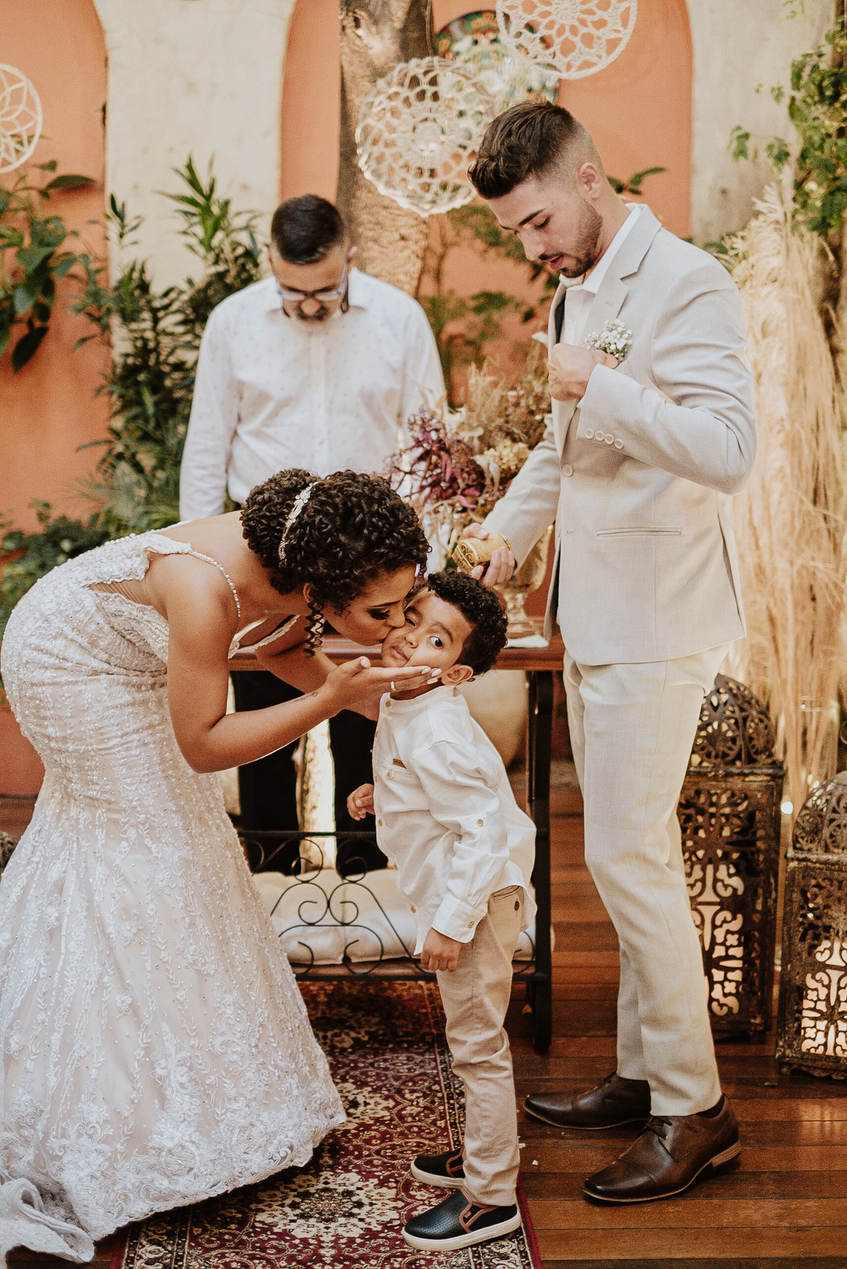 casamentos intimistas elopement wedding noivos no altar ideias para casar decoracao de casamento cerimonias intimistas pagens