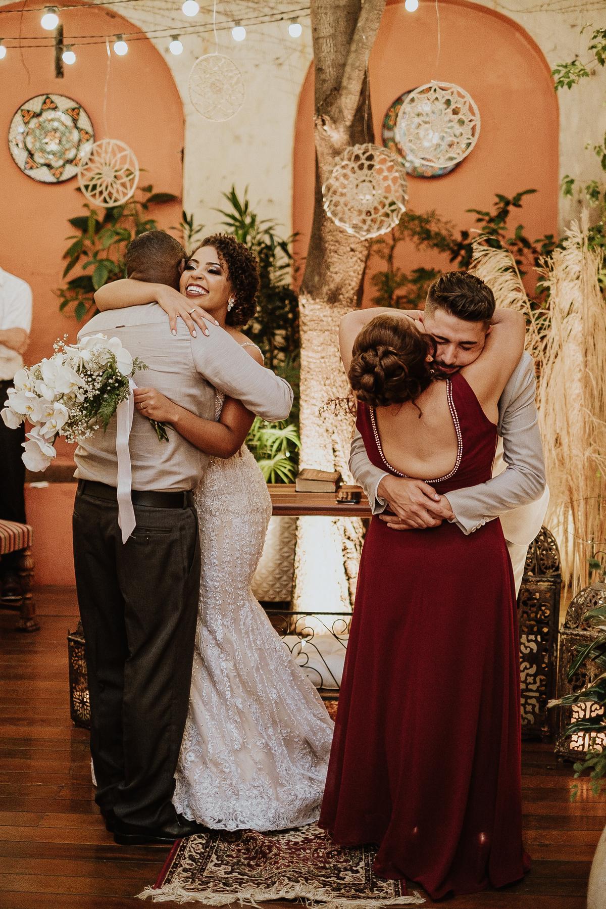 troca de aliancas noivos no altar cerimonia intimista casa quena fotos por caio henrique mini weddings
