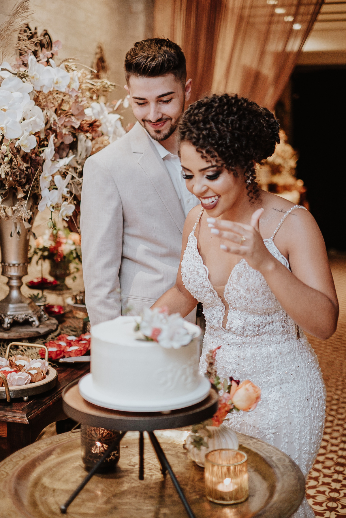 troca de aliancas noivos no altar cerimonia intimista casa quena fotos por caio henrique  retrato dos noivos