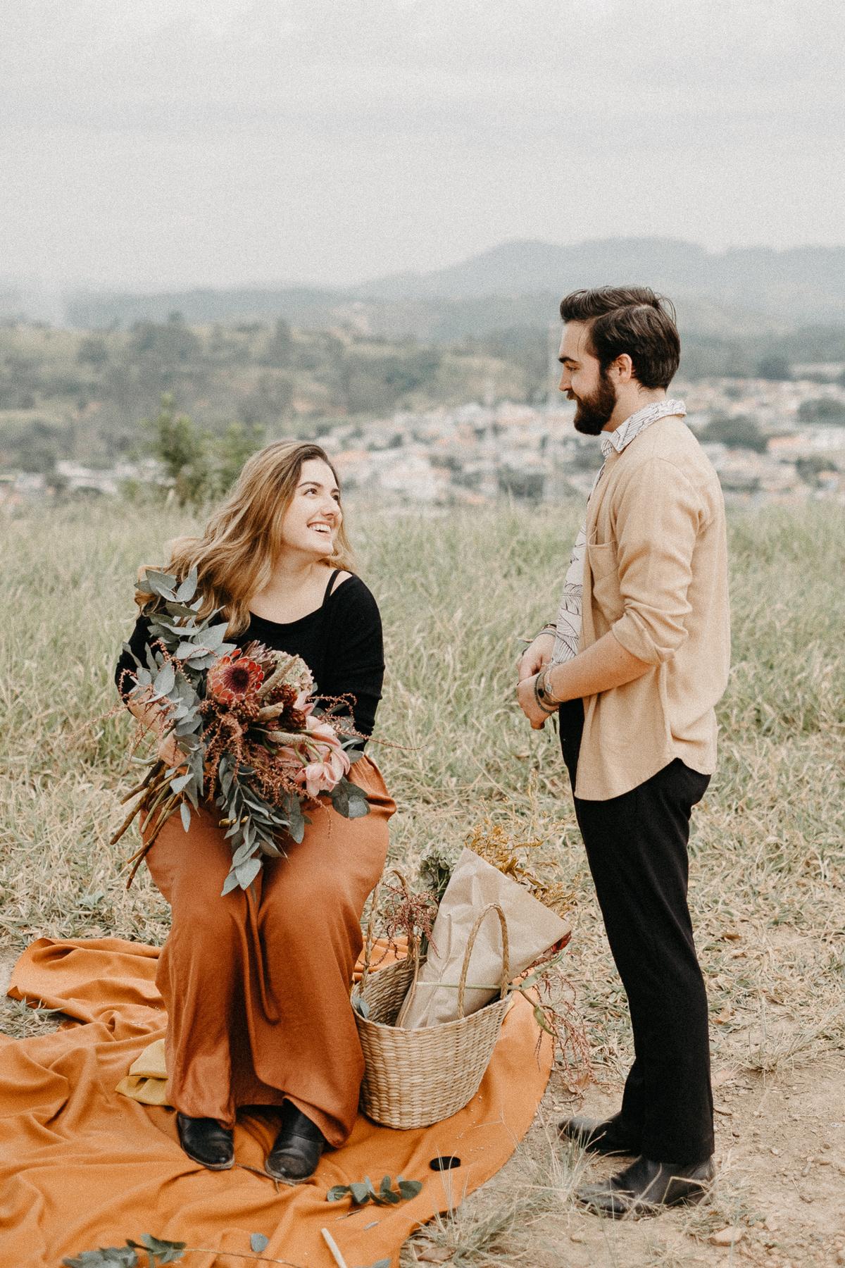ensaio casal casamentos de dia elopment wedding noiva florista buque de noiva casal artista ensaios minimalistas fotografia por caio henrique morro do capuava pirapora do bom jesus