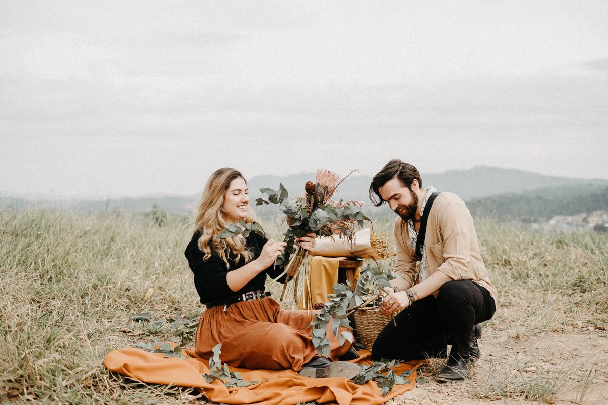 ensaio casal casamentos de dia elopment wedding noiva florista buque de noiva casal artista ensaios minimalistas fotografia por caio henrique