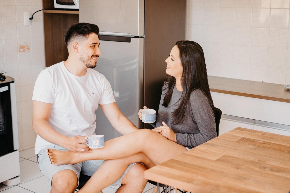 ensaio casal ensaio pre wedding fotos em casa ideias para ensaio fotografia de casamento cafe da manhã fotos por caio henrique