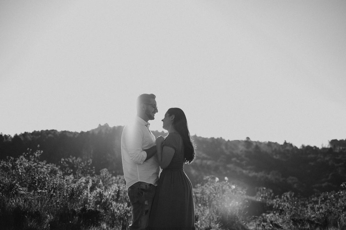 ensaio casal em campos do jordao no por do sol fotografia de casamento noivas 2022 fotos de casal em campos do jordao no outono