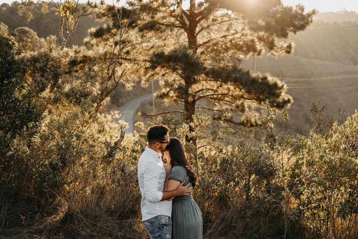 ensaio no campo casamentos de dia fotografia de casamento pre wedding no por do sol por caio henrique fotografo de casamento