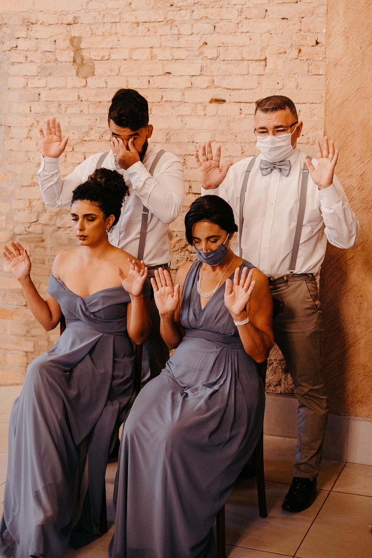 fotografia de casamento noivas 2022 casar no campo traje de noivo casal sorrindo cerimonia mansao ferrara fotos por caio henrique
