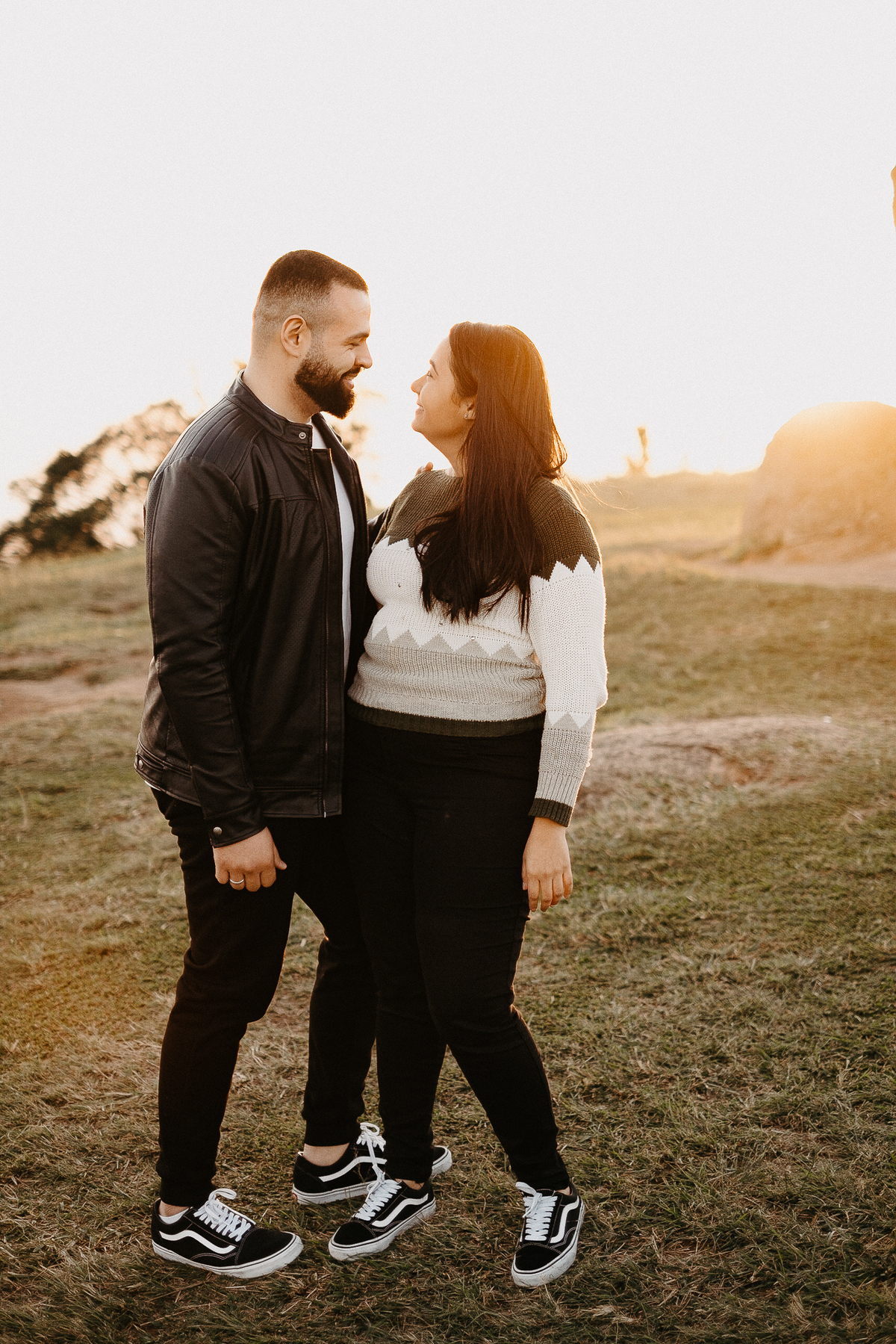 pre wedding campo ensaio casal no nascer do sol pico do urubu mogi das cruzes fotos por caio henrique fotografo de casamento