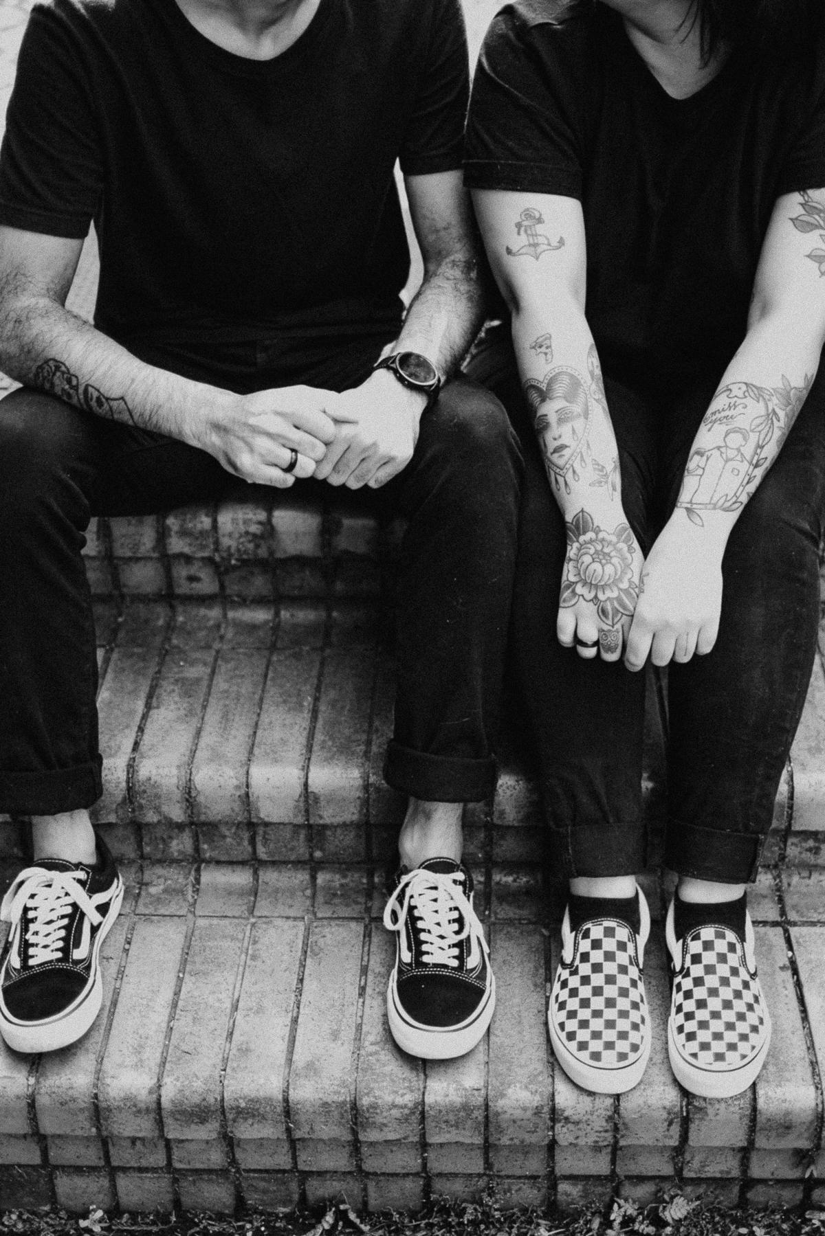 ensaio casal pre wedding no parque fotografia de casamento casal tatuado sorrindo horto florestal sao paulo fotos por caio henrique caioh foto casal estilo