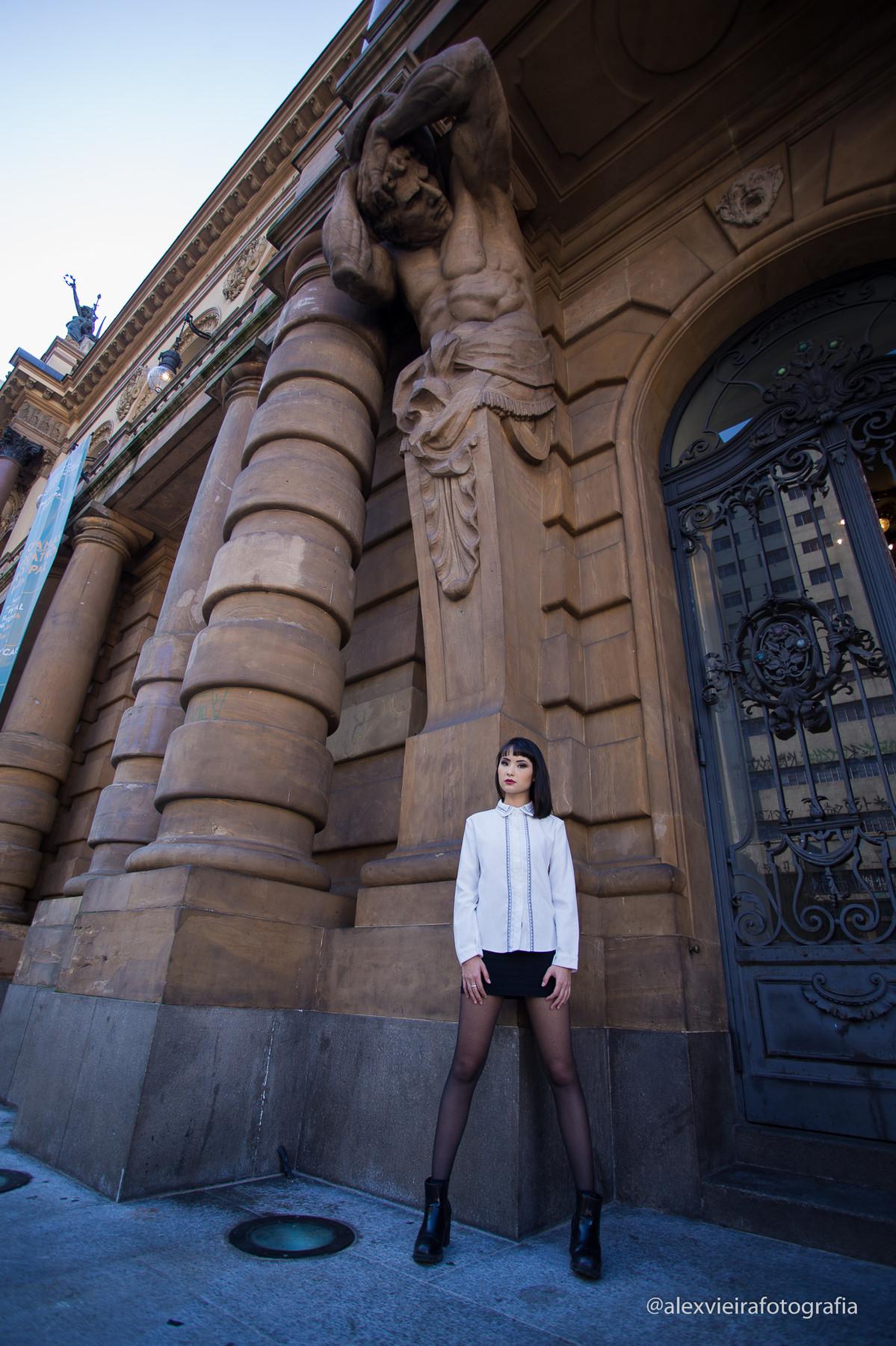 Ensaio Fotográfico dirigido e realizado pelo fotógrafo Alex Vieira @alexvieirafotografia e sua equipe , com a Linda Top Fashion model Sayuri em Capital de São Paulo , centro antigo.