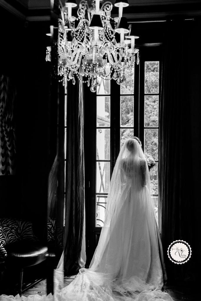 Imagem capa - O vestido Branco, o véu e a grinalda.  por Alex Vieira