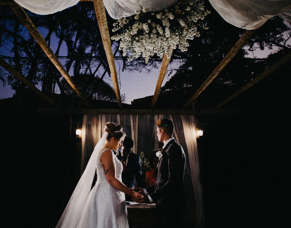 Imagem capa - Marcou o casamento para às 17hrs e quer casar de dia? Temos uma péssima notícia!!! por Um Girassol