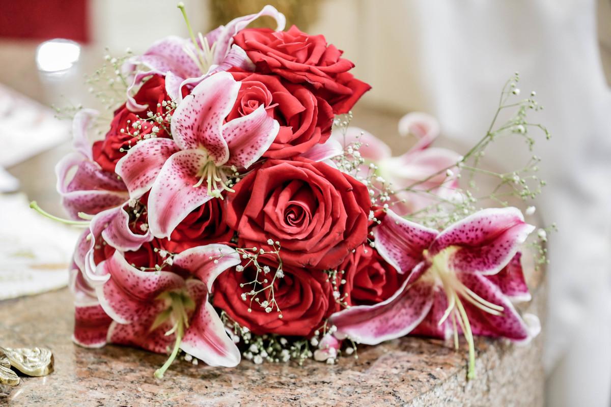Imagem capa - Qual a história e o significado do buquê de noiva? por Rodrigo Amaro
