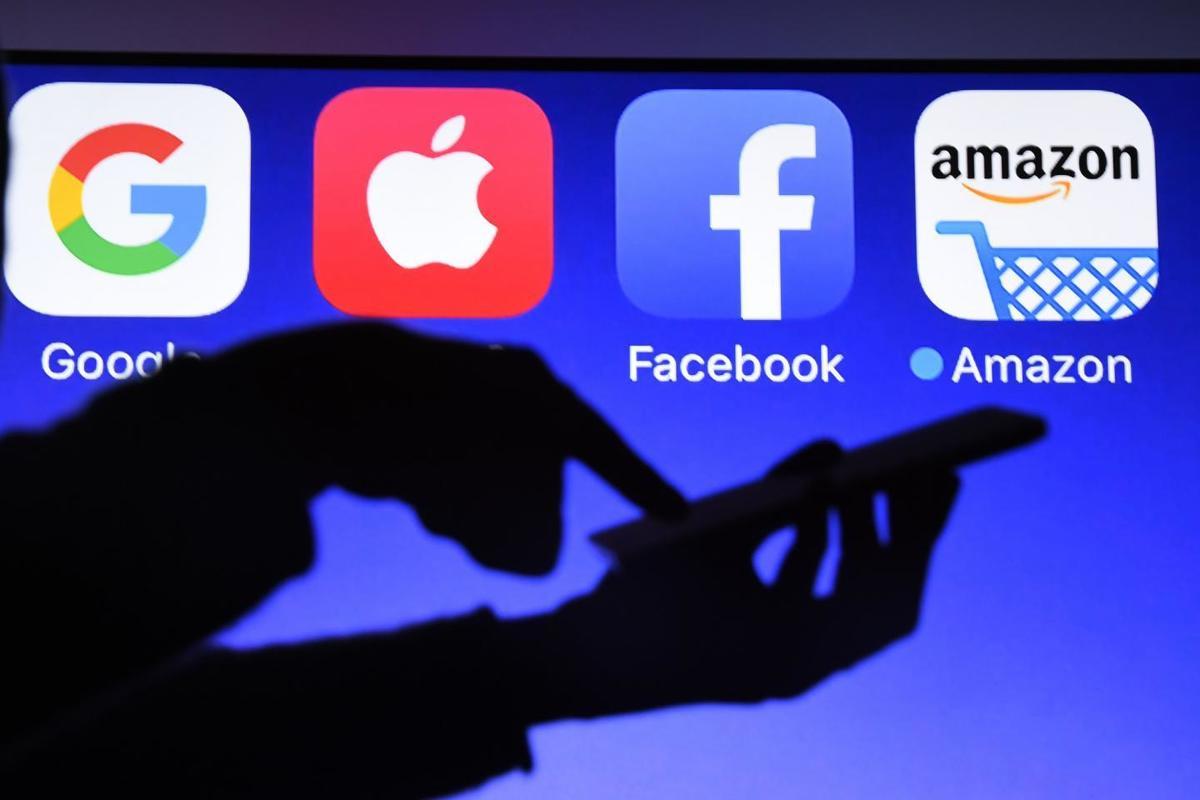 Imagem capa - Como os gigantes da tecnologia ganham bilhões por Camila Farani