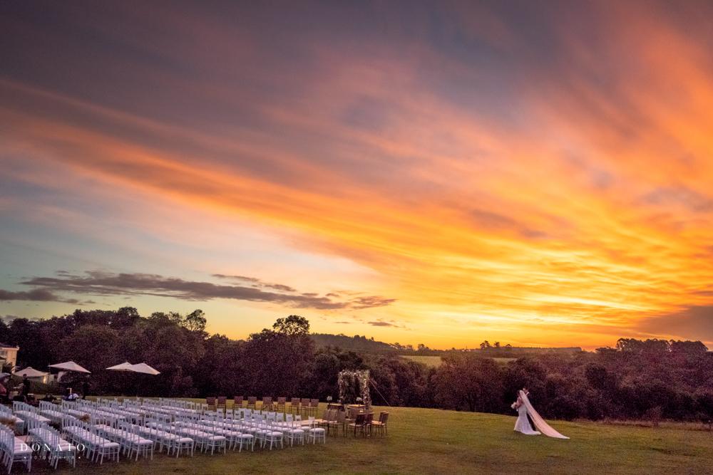 Imagem capa - Como escolher o horário do seu casamento? Que tal casar no por do sol? por Leandro Donato Fotografia