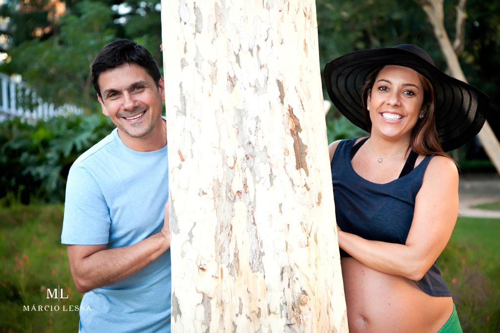 O casal e a natureza no Ensaio de Gestante por Márcio Lessa | Fotografia