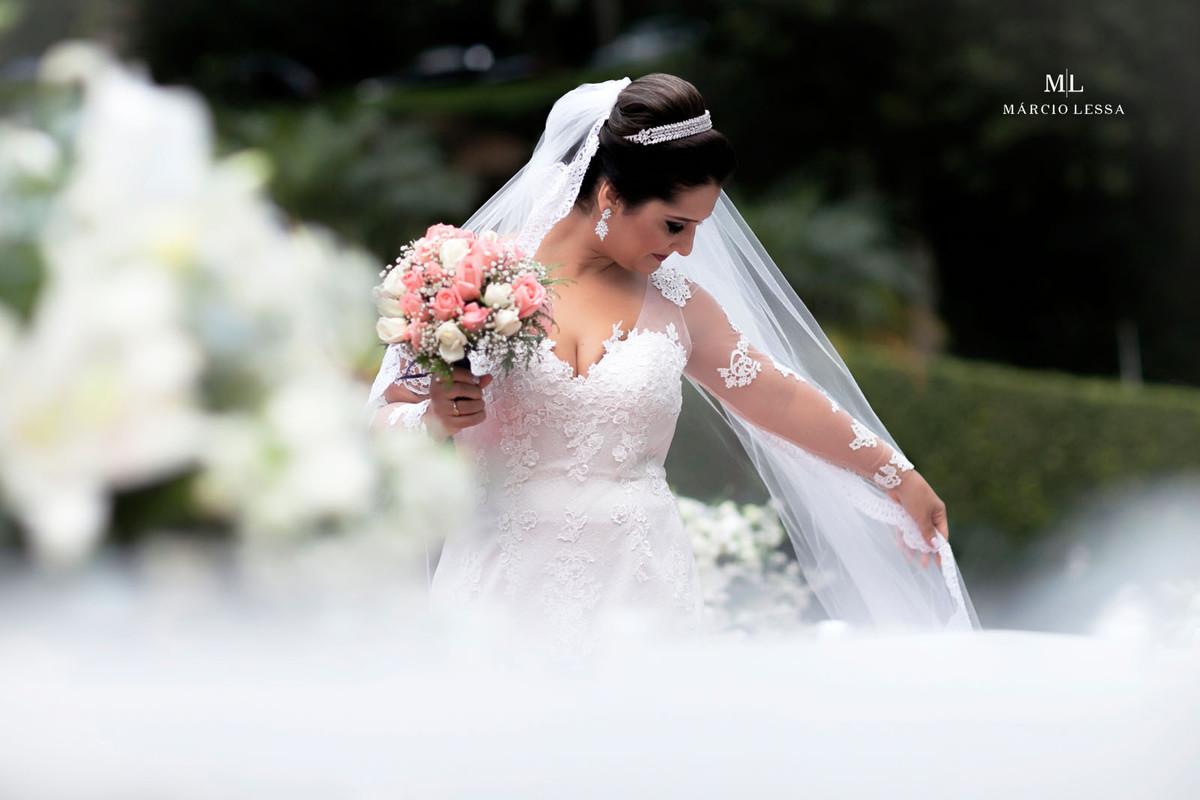 A noiva, seu buquê e o véu