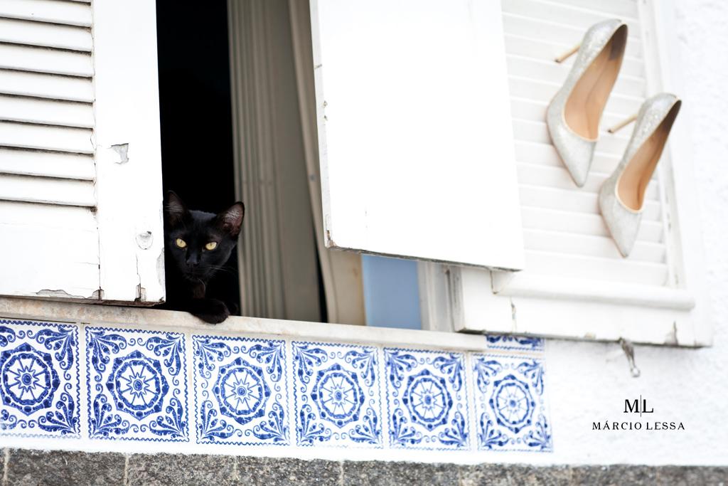 O gato e os sapatos da noiva | Casamento na Lofty Kingdom Eventos, Rio de Janeiro, RJ, por Márcio Lessa | Fotografia
