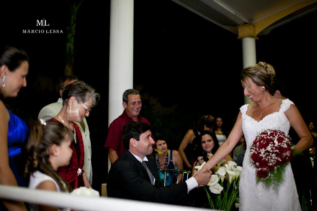 Muita emoção do noivo recebendo a noiva no altar | Casamento na Lofty Kingdom Eventos, Rio de Janeiro, RJ, por Márcio Lessa | Fotografia