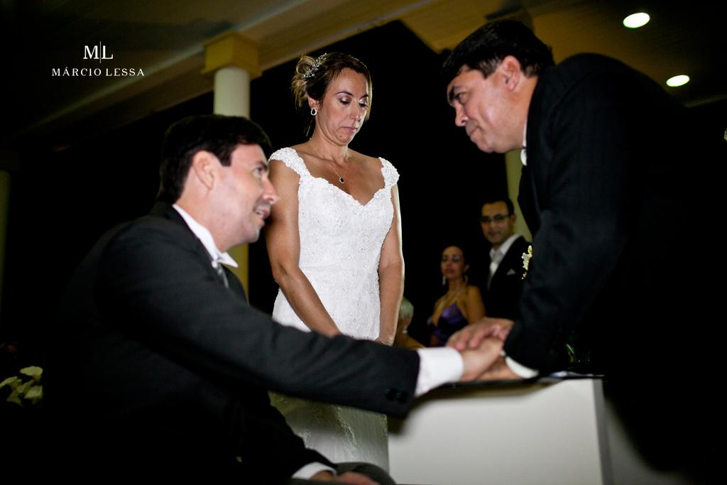 O celebrante e os noivos. Casamento na Lofty Kingdom Eventos, Rio de Janeiro, RJ, por Márcio Lessa | Fotografia