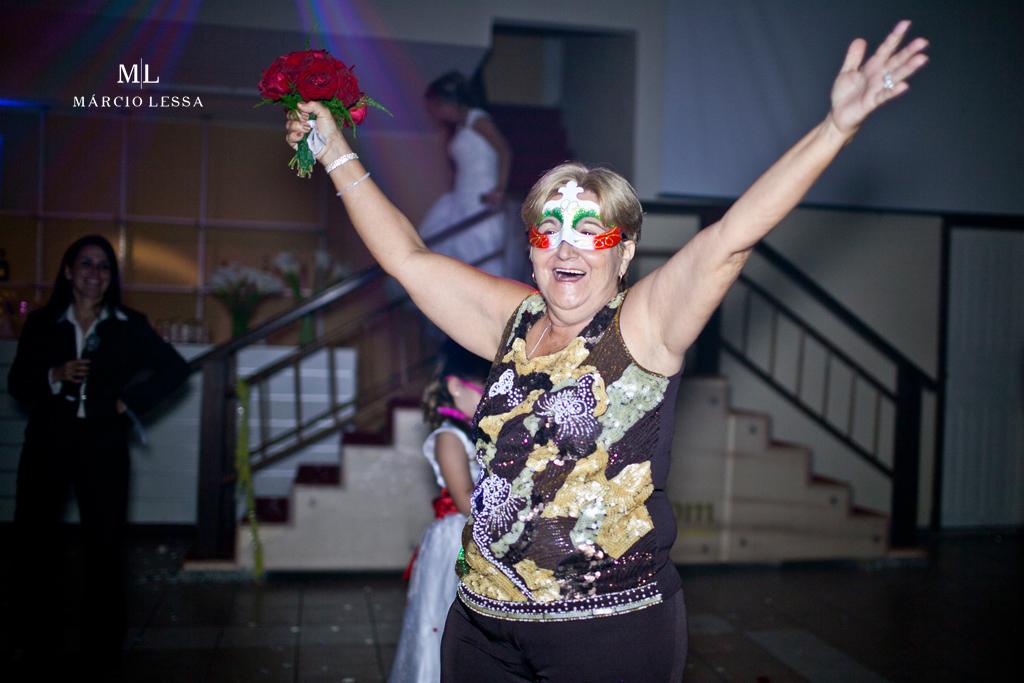 A tiazinha pegou o buquê! Casamento na Lofty Kingdom Eventos, Rio de Janeiro, RJ, por Márcio Lessa | Fotografia