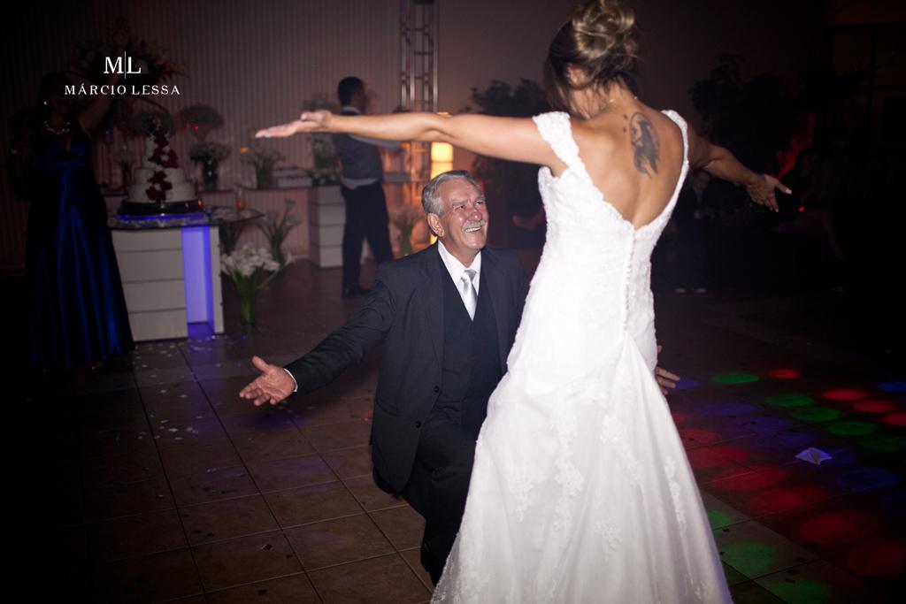 Pai e filha na conclusão da dança ao som de New York. Casamento na Lofty Kingdom Eventos, Rio de Janeiro, RJ, por Márcio Lessa | Fotografia