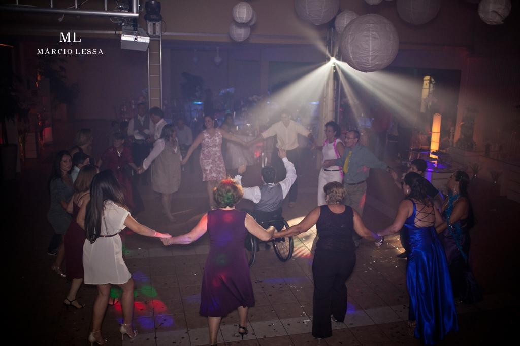 Felicidades geral dos convidados na pista de dança. Casamento na Lofty Kingdom Eventos, Rio de Janeiro, RJ, por Márcio Lessa | Fotografia