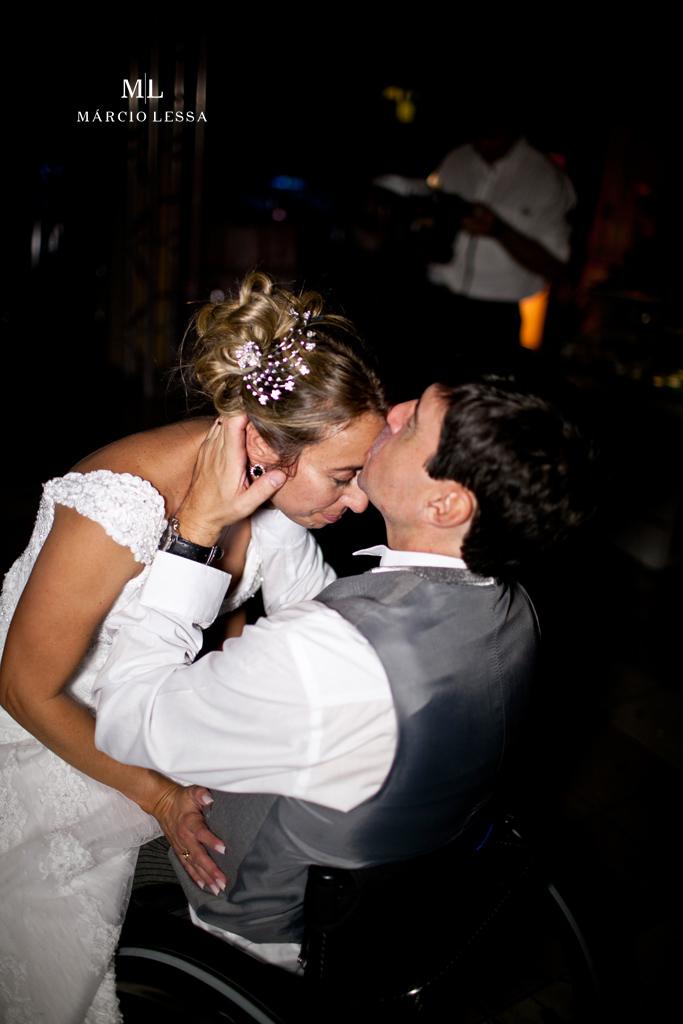 O beijo que sela o amor! Casamento na Lofty Kingdom Eventos, Rio de Janeiro, RJ, por Márcio Lessa | Fotografia