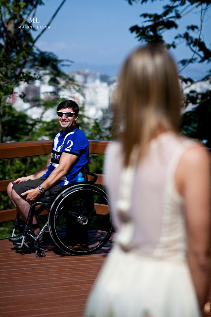 Atleta Paralímpico no Pre-Wedding no Parque Penhasco Dois Irmãos, Leblon, Rio de Janeiro, RJ, por Márcio Lessa | Fotografia