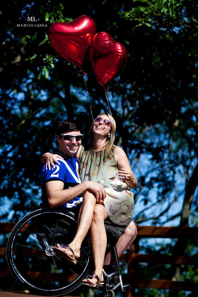 A descontração dos noivos no Pre-Wedding no Parque Penhasco Dois Irmãos, Leblon, Rio de Janeiro, RJ, por Márcio Lessa | Fotografia