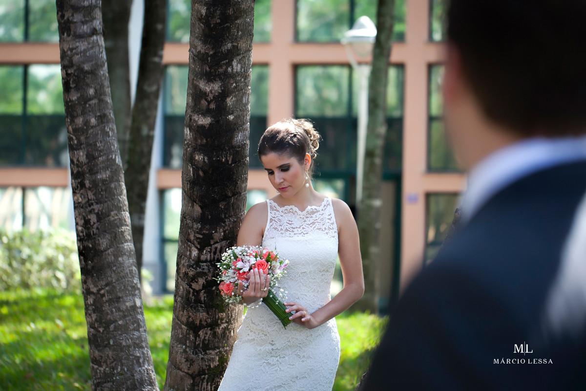 A noiva, o noivo e o buquê no Casamento Civil no Shopping Downtown na Barra da Tijuca RJ