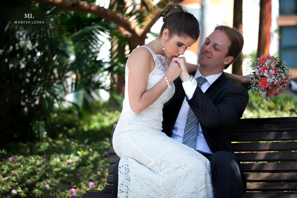 O beijo da noiva na aliança de Casamento no Shopping Downtown na Barra da Tijuca RJ