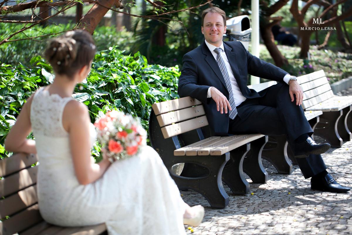 O noivo no seu belo traje no Casamento Civil no Shopping Downtown na Barra da Tijuca