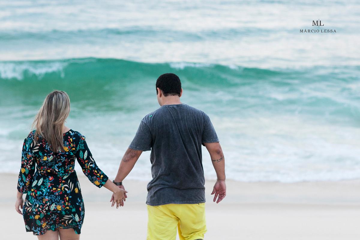 Os noivos na Praia da Barra da Tijuca RJ