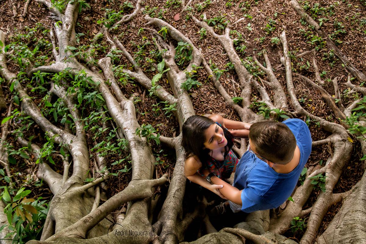 Resultado de imagem para Apaixonados debaixo da árvore