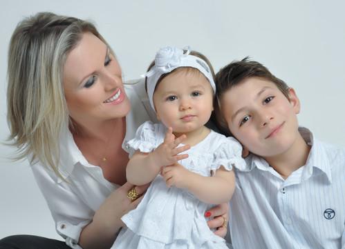 Sobre Daiane Tochetto Fotógrafa de gestate newborn bebês familia aniversário