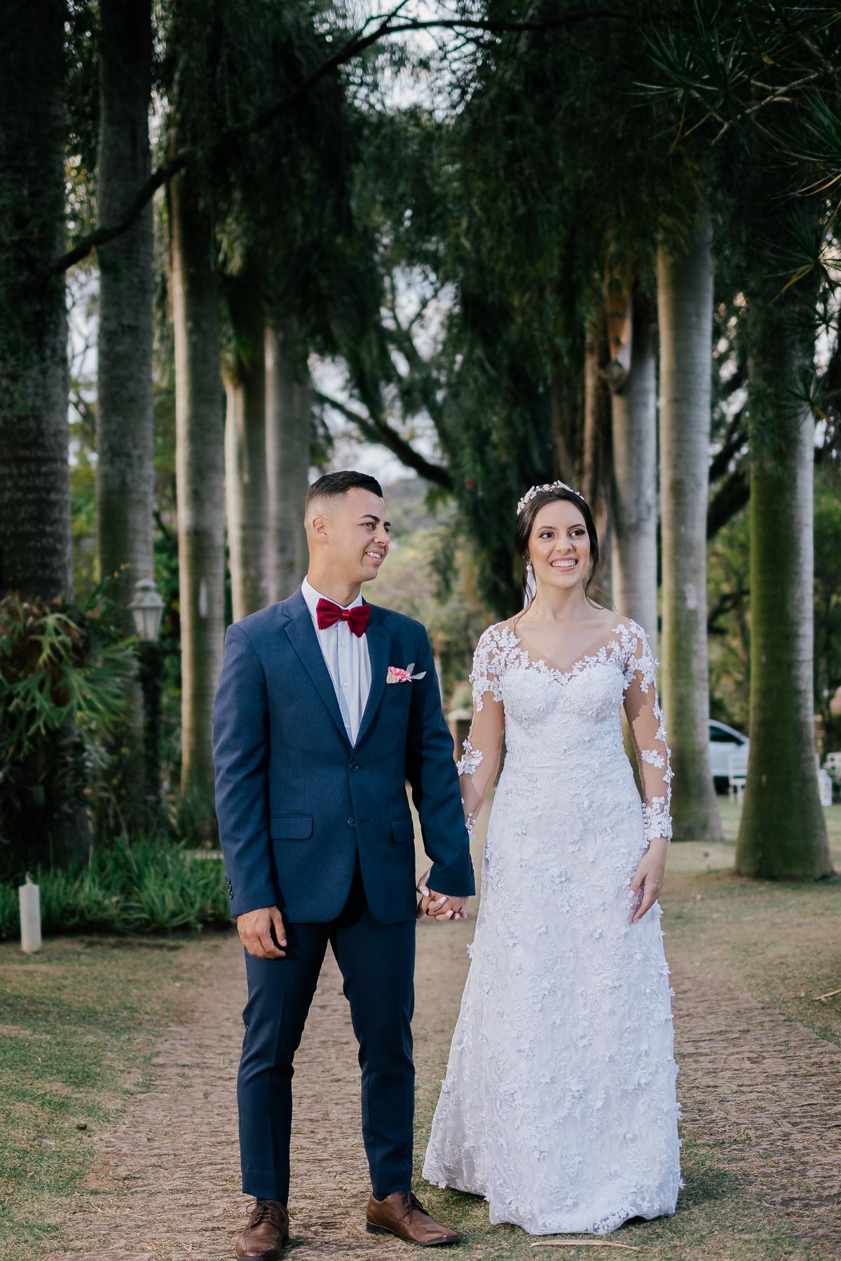 noivos pós cerimonia caminhando casamento campo itatiba retratos foto e vídeo interior de sp