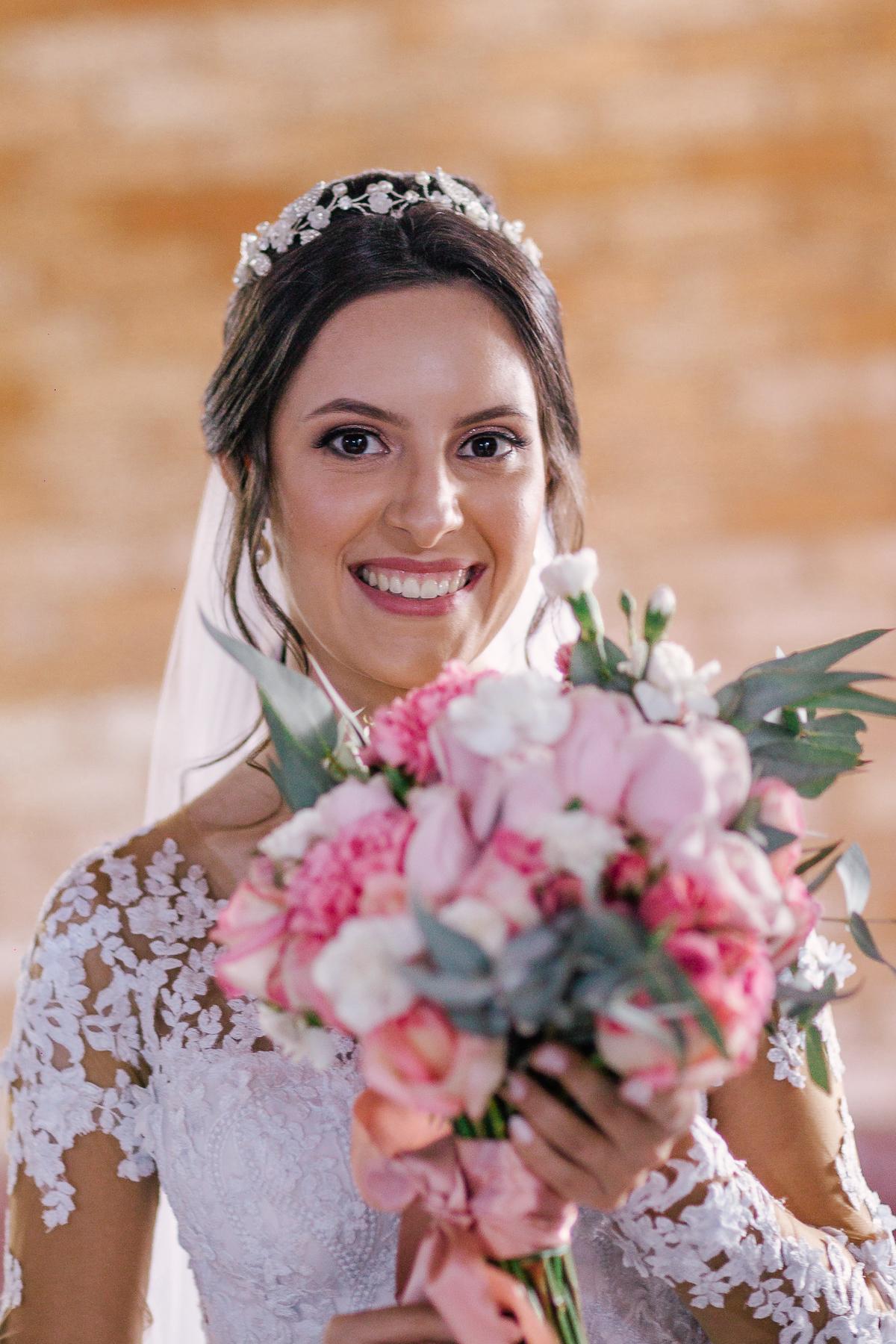 casamento campo itatiba valinhos noiva no making of com buque em mãos lindo rosa