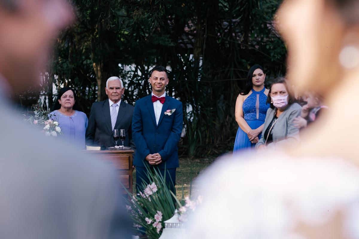 noivo sorrindo na entrada da noiva casamento campo itatiba retratos foto e vídeo interior de sp