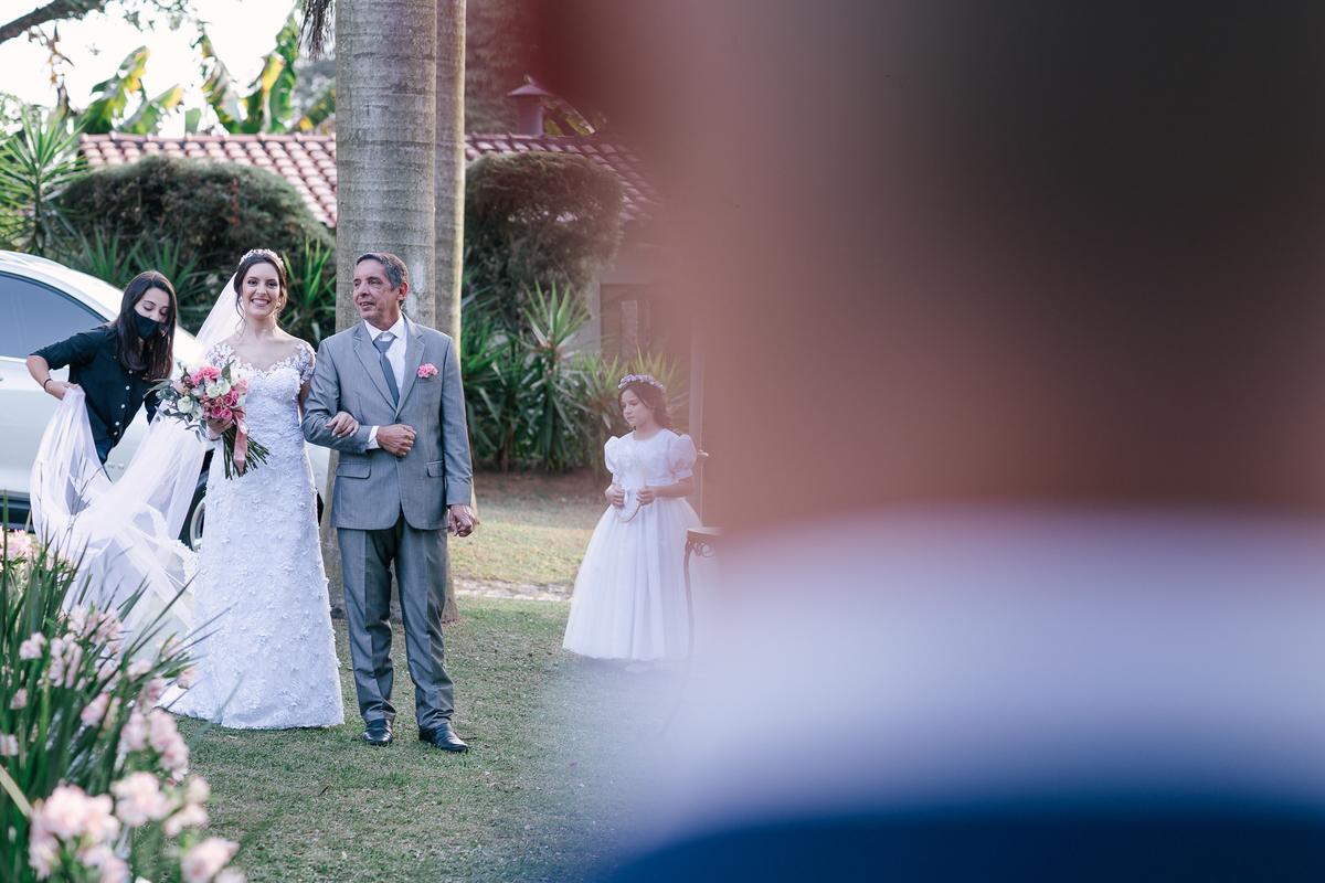 visão do noivo na entrada da noiva casamento campo itatiba retratos foto e vídeo interior de sp