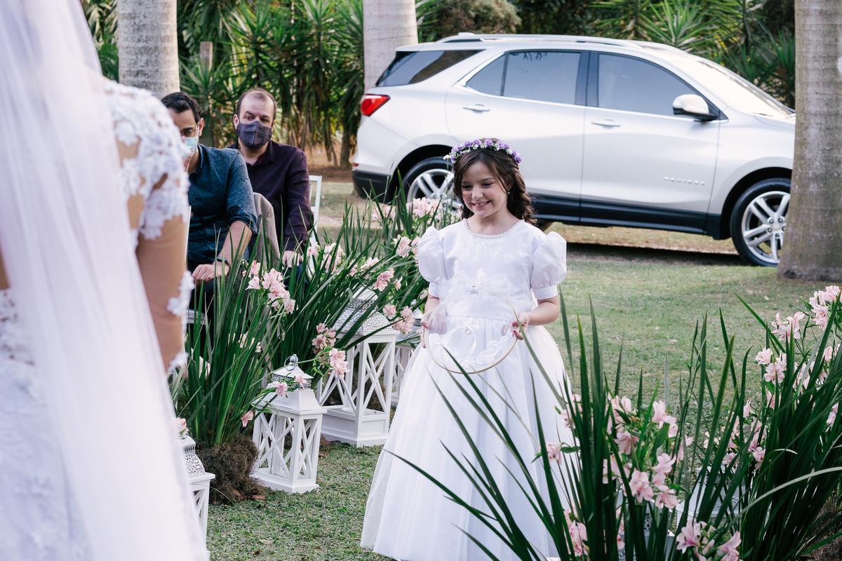entrad das alianças daminha sorrindo casamento campo itatiba retratos foto e vídeo interior de sp