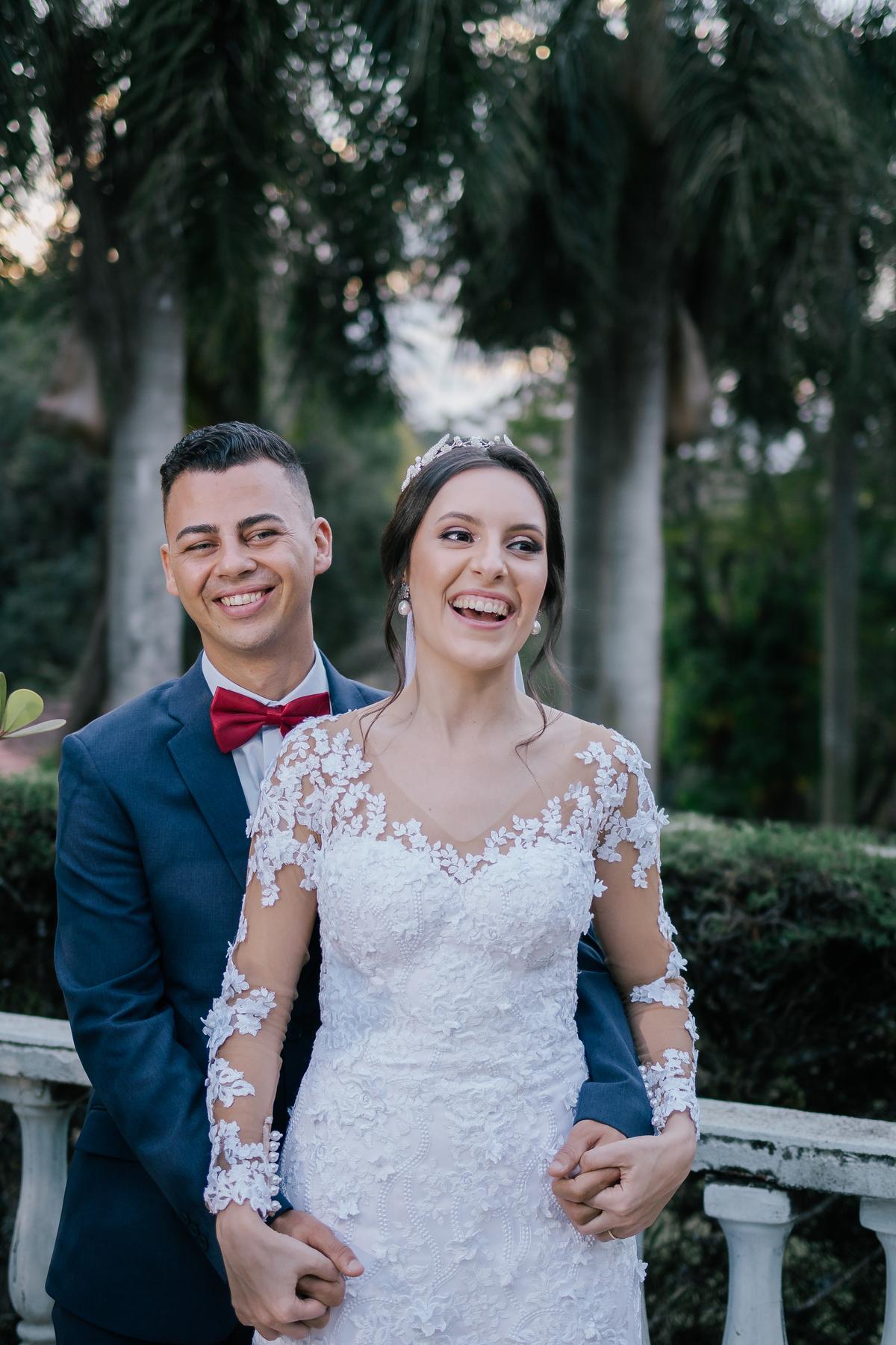 noiva e noivo sorrindo durante cerimonia de casamento casamento campo itatiba retratos foto e vídeo interior de sp