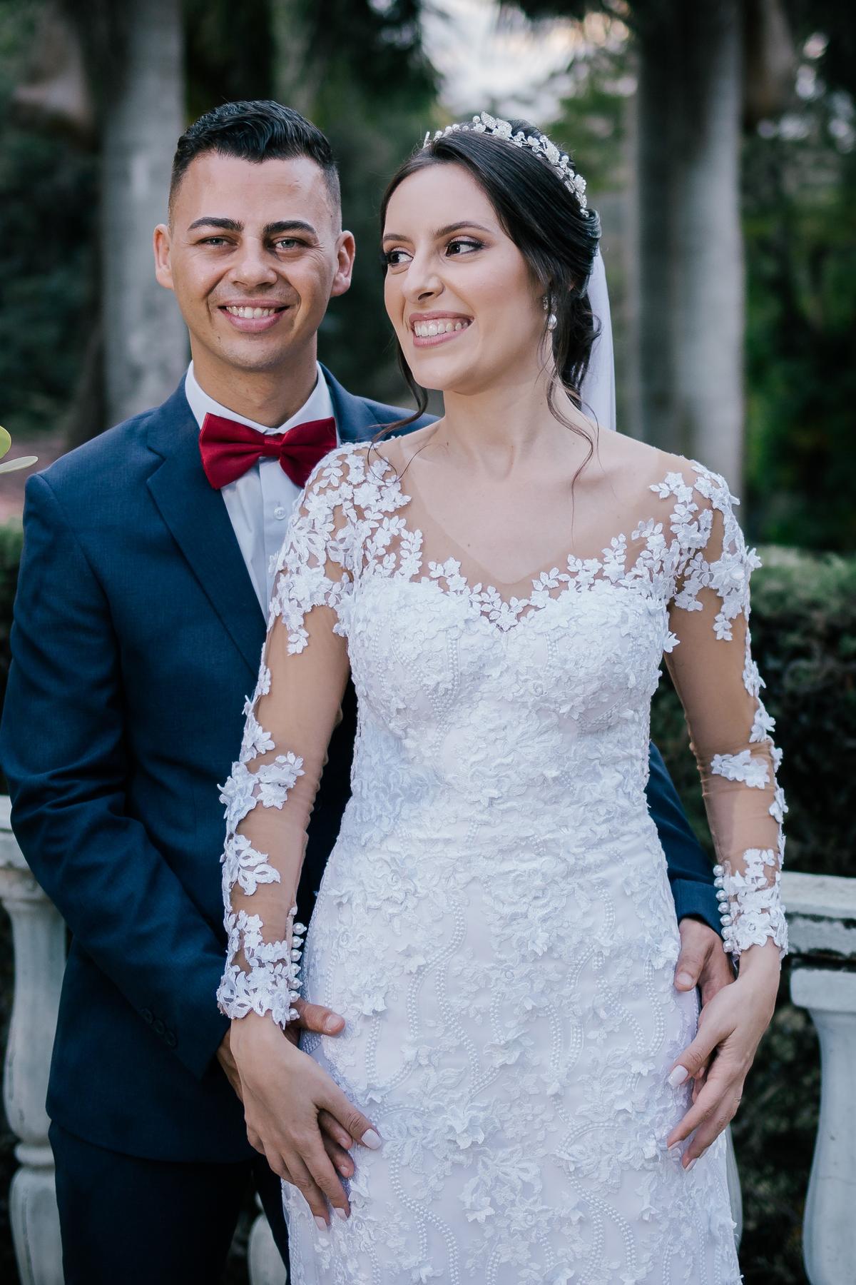 casal recem casados sorrindo casamento campo itatiba retratos foto e vídeo interior de sp
