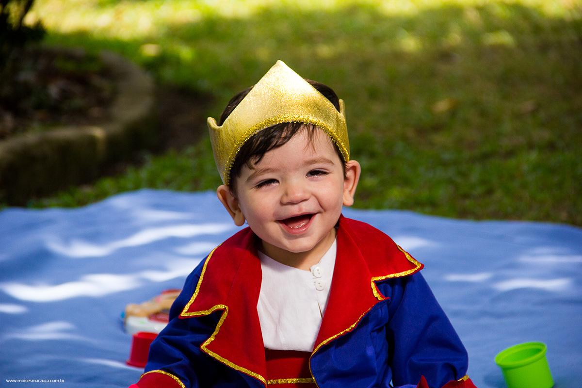 Crianças Se Divertindo No Parque: Ensaio Um Ano De Miguel