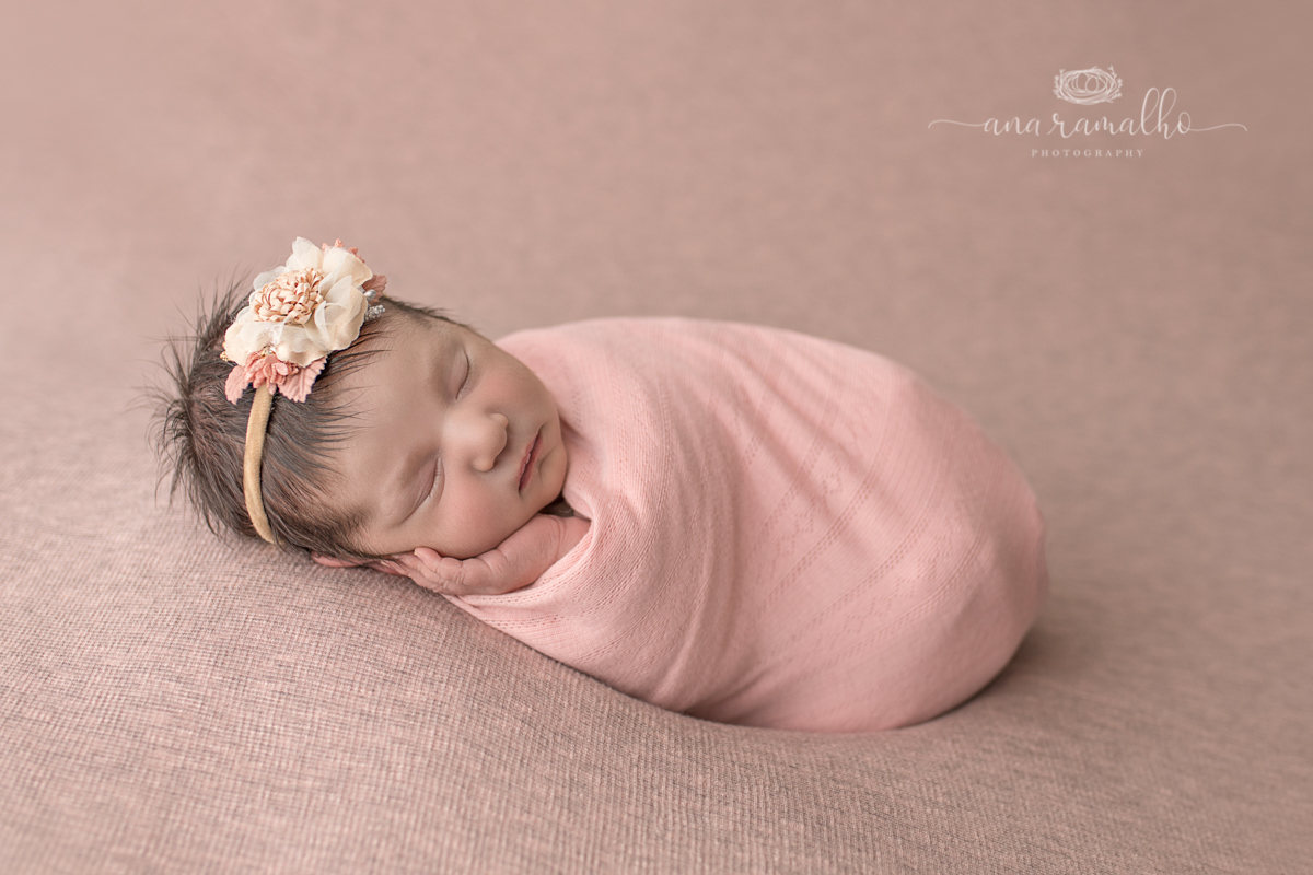 Imagem capa - How Should Babies Sleep? por Ana Ramalho Photography, LLC