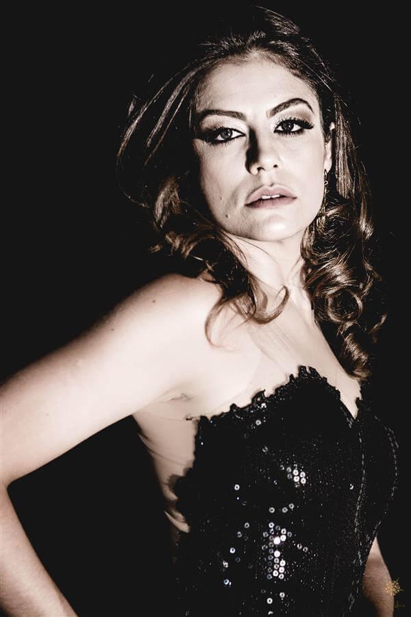 Elegância e sensualidade no ensaio casual da fotógrafa mineira Érica Dias.