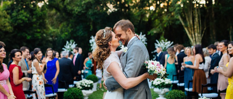 Imagem capa - Como saber se o mini-wedding é o tipo de casamento certo para você por We Motion