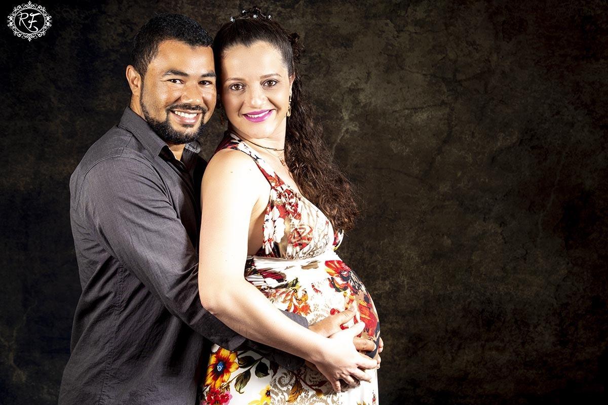 Imagem capa - Gestante Karine Emerick e Reinaldo por Renato Ferraz