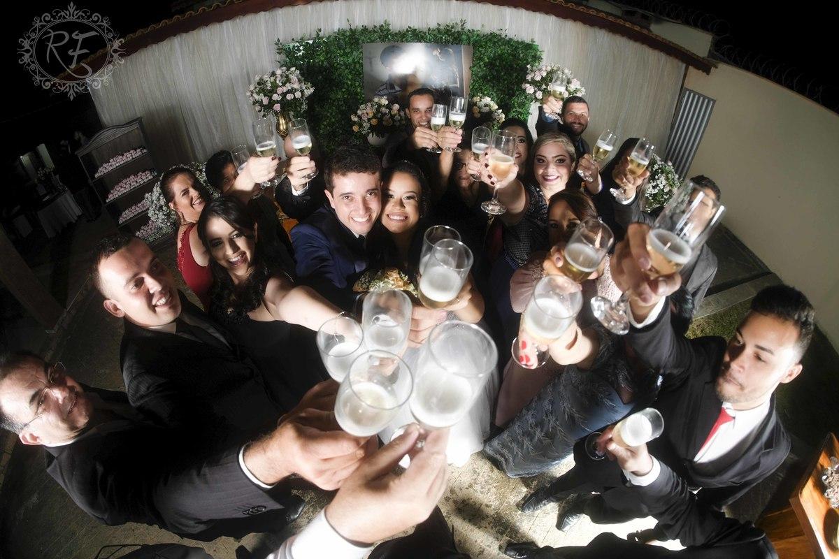 Imagem capa - Equipe de profissionais no casamento de Lara e Miguel por Renato Ferraz