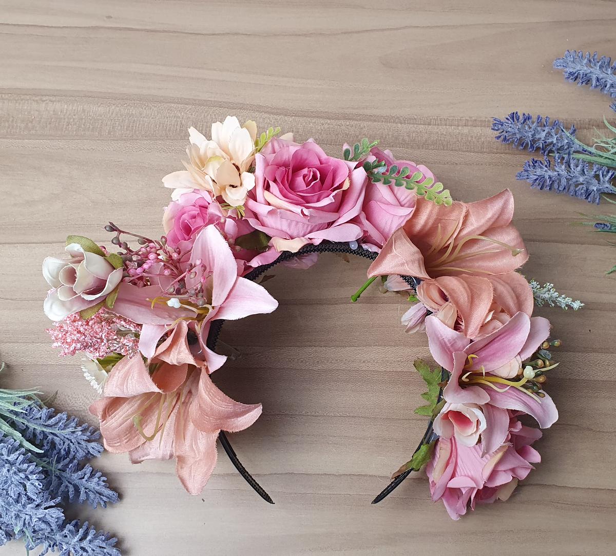 Imagem capa - Como fazer coroa de Flores de forma simples? por Roberta Guido
