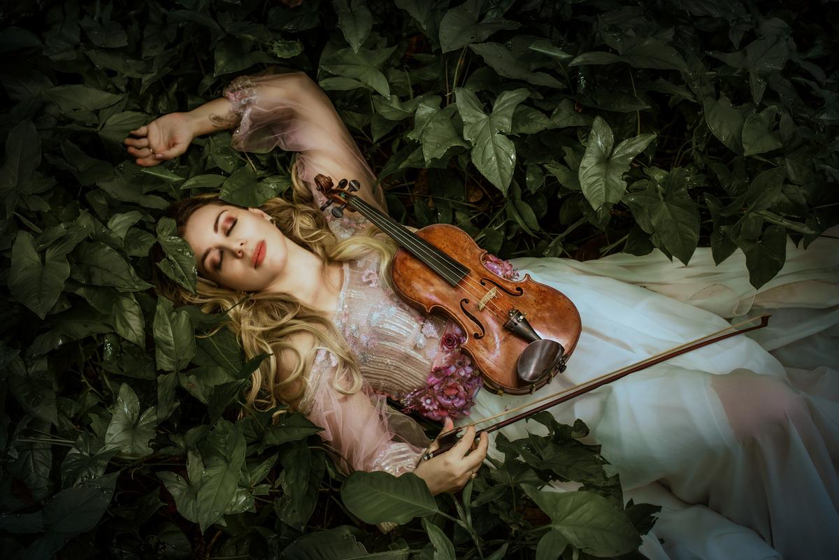 Imagem capa - Ensaio fotográfico Violinista Fine Art - Daiana Mazza por Roberta Guido