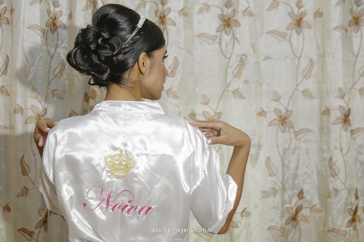 casamento-suzano-elaine-e-andre-chacara-encanto-das-aguas-suzano-sp-fotografo-de-casamento-rossinis-imagens-fotografia-e-video, noiva com roby personalizado